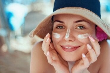 How to Treat a Sunburned Face with Natural Remedies