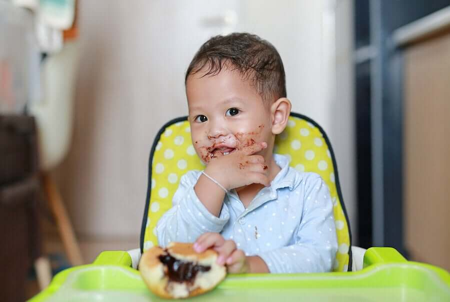 Child eating to reduce sugar
