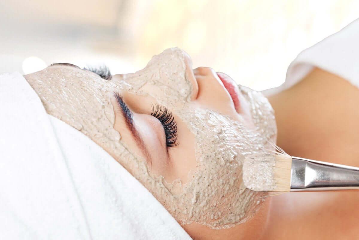 A woman at a spa recieving a faciel treatment.
