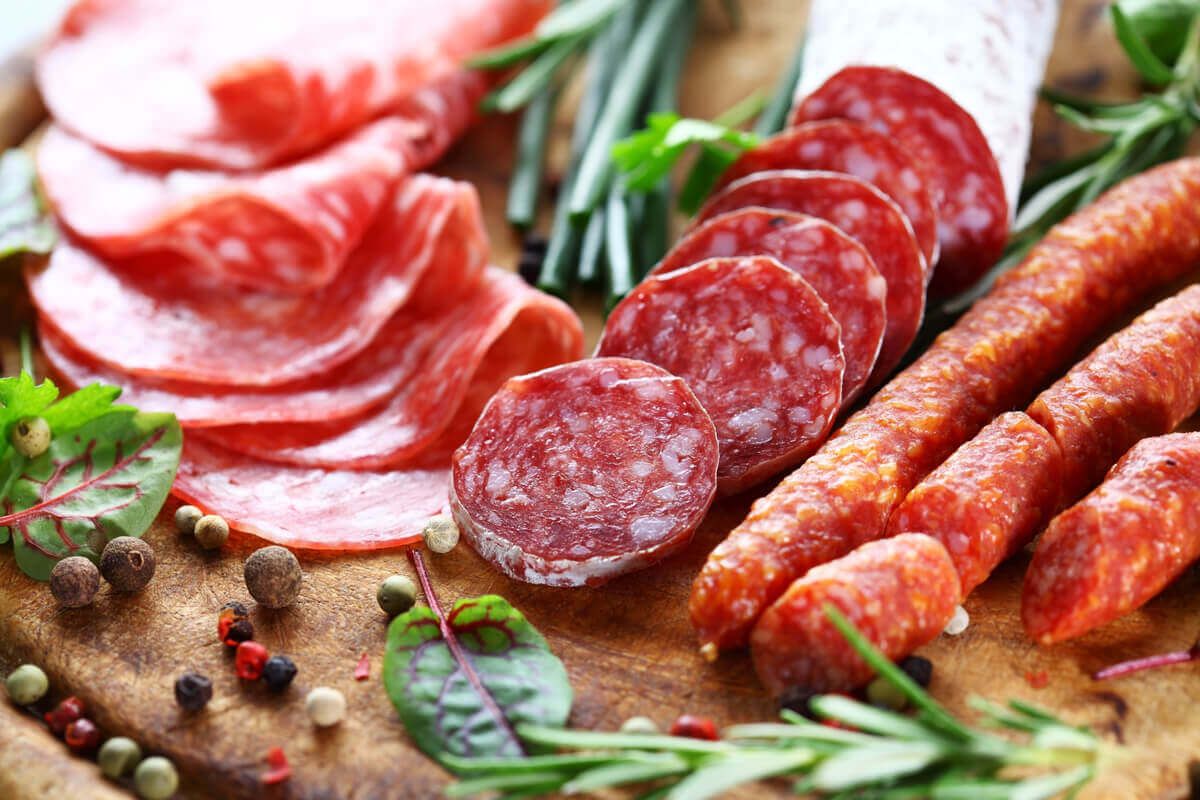 A tray of salame meats with many types of food additives