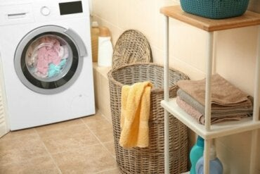 How to Remove Wet Towel Odor