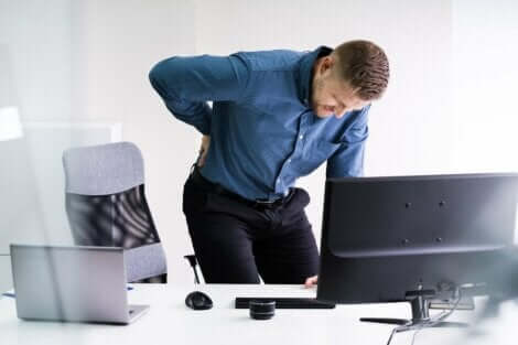 Man sitting at desk with herniated disc.