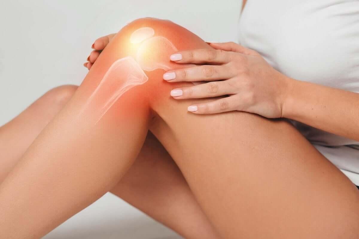 Knee sprain woman