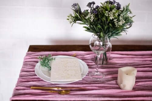 How to Make a Table Runner in a Few Simple Steps