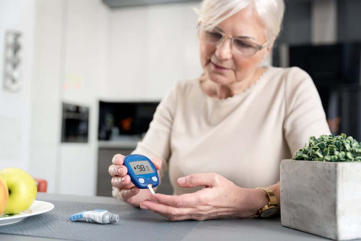 An elderly woman testing her blood sugar.