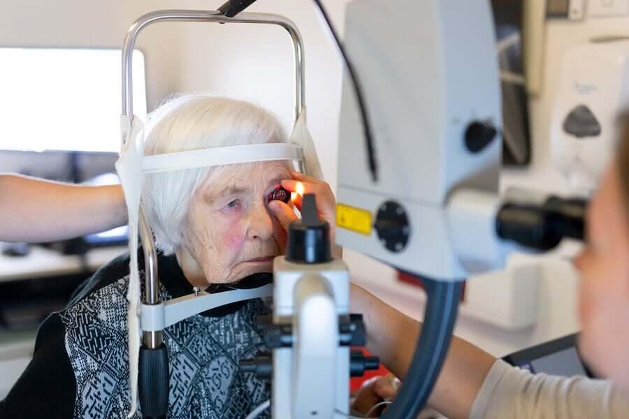 Femtosecond laser operation.