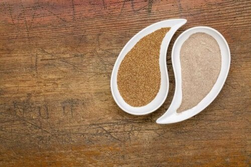 Teff seeds, whole and powdered.