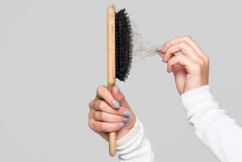 Tips on How to Clean Your Hairbrush