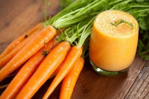 How to Make a Homemade Carrot Smoothie and its Benefits