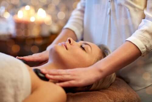 What is Hot Stone Massage and What Are the Benefits?