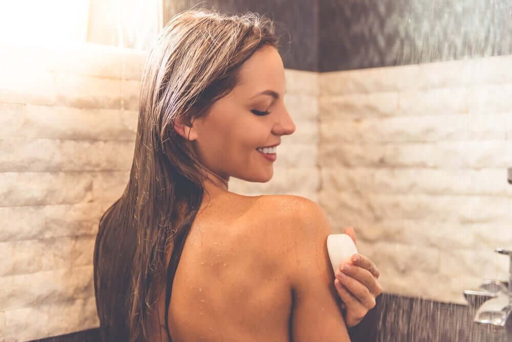 A woman bathing with neutral soap.