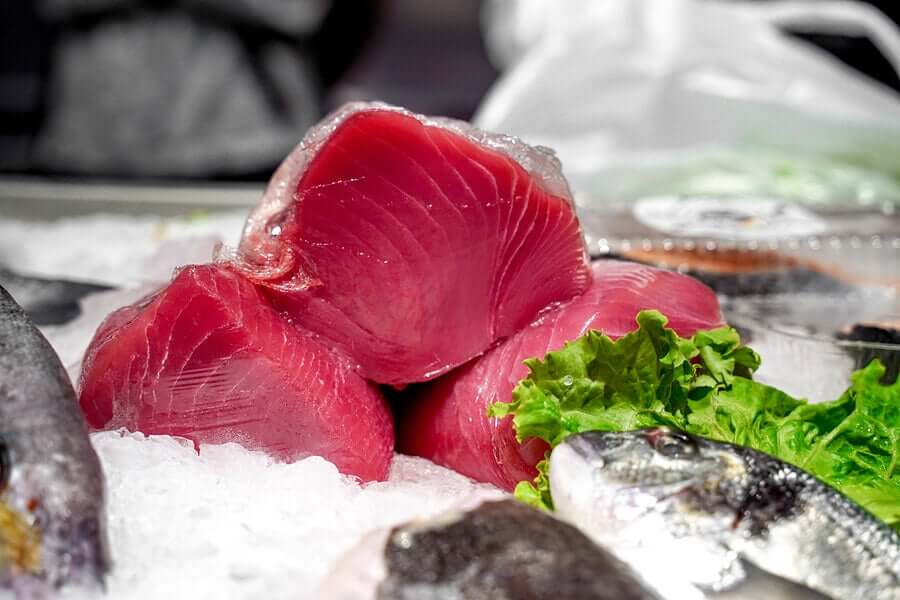 Raw tuna in ice.