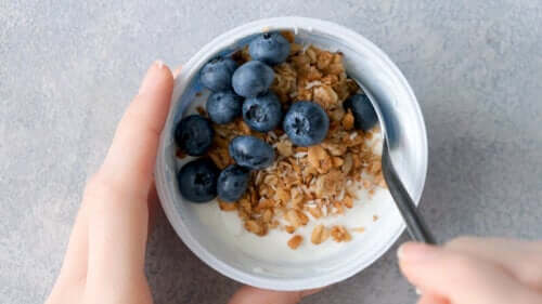 Is It Healthy to Have Fruit and Yogurt for Dinner?