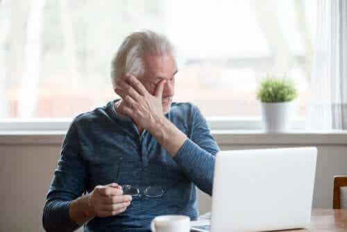 Tips to Prevent Dry Eye Symptoms Due to Screen Use