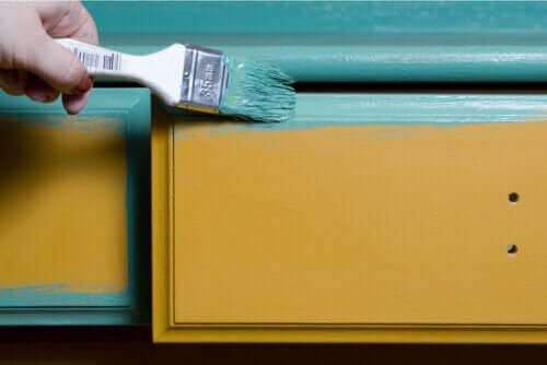 Tips on How to Paint Wooden Furniture