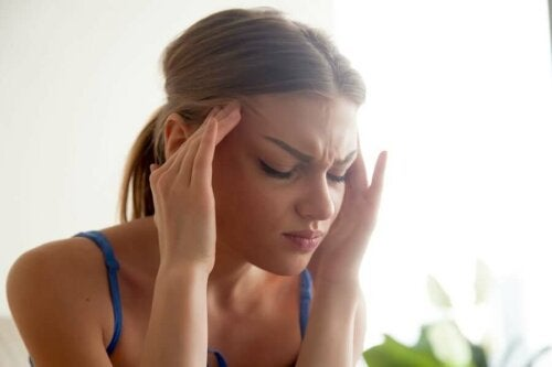 A woman with a headaches.
