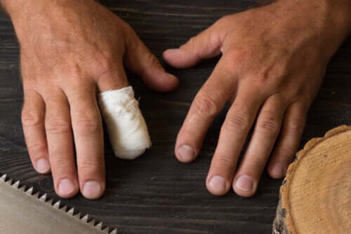 First Aid in Case of Accidental Finger Amputation