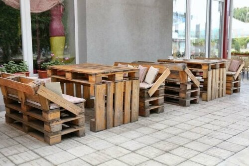 Furniture made of wood palettes.