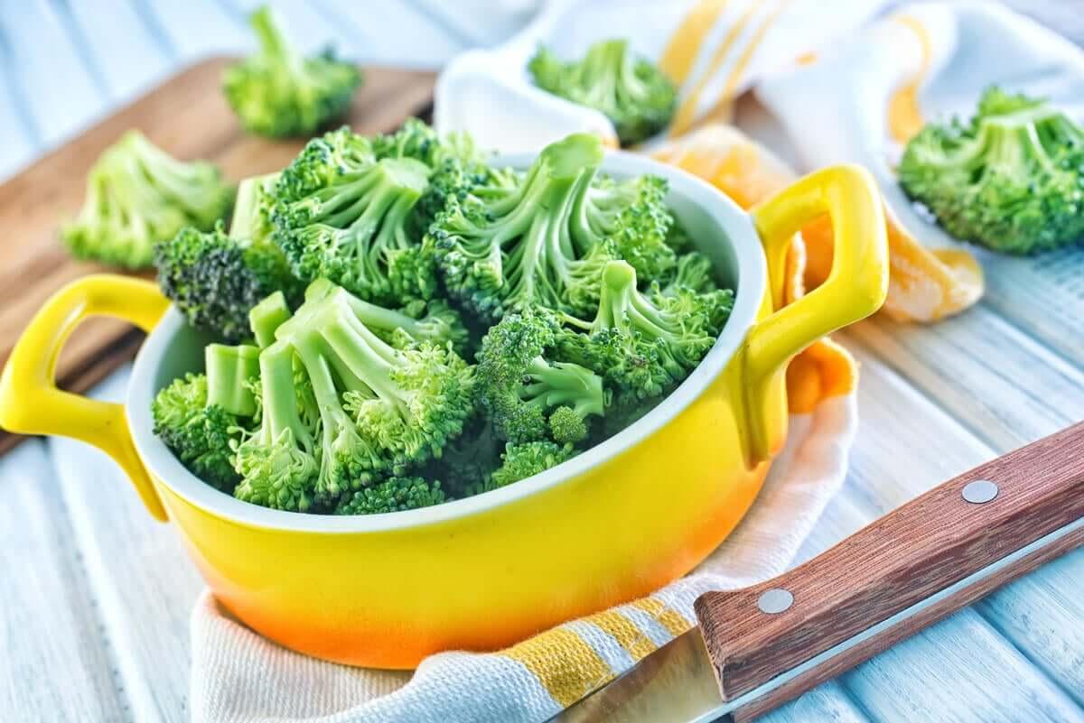 Fresh broccoli florets.