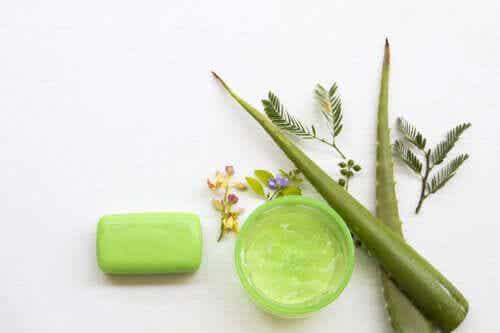 How to Make Moisturizing Aloe Vera Soap