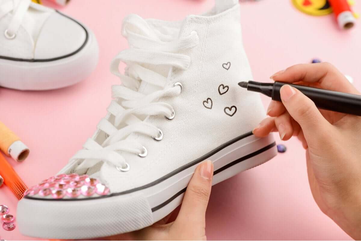 A person customizing her sneakers.