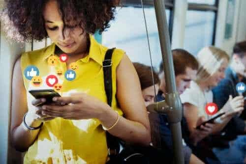 Social Media: The Advantages and Disadvantages