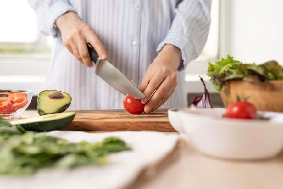 A person cutting a tomatoe