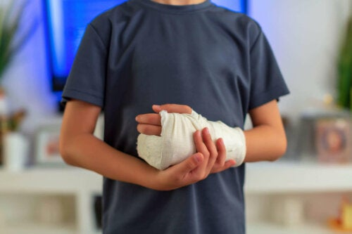 A person with an injured hand.