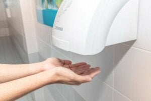 Public Hand Dryers May Be Counterproductive, Study Says