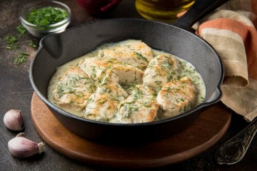 Cooked chicken in a cast iron skillet.