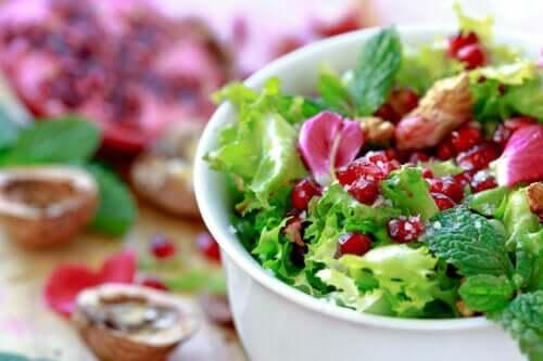 A Quick and Easy Endive Pomegranate Salad Recipe