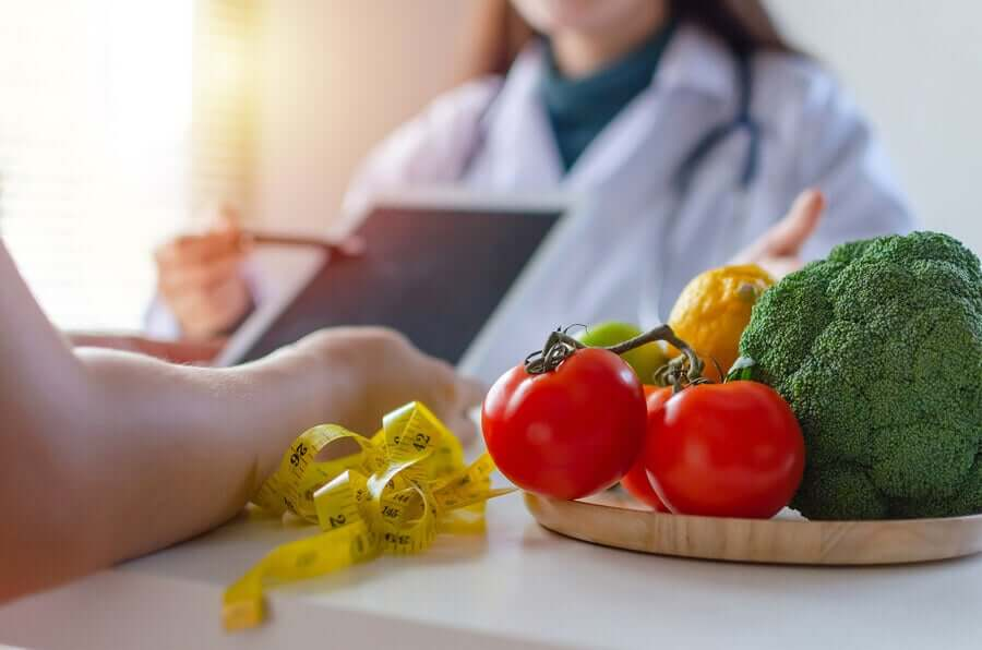 A woman talking to her doctor about a healthy diet for menopause.
