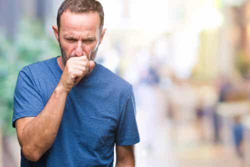En mann med bronkitt.