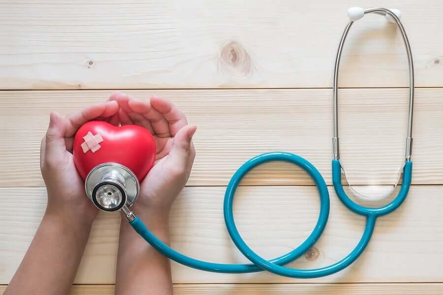 stetoskop og et knust hjerte