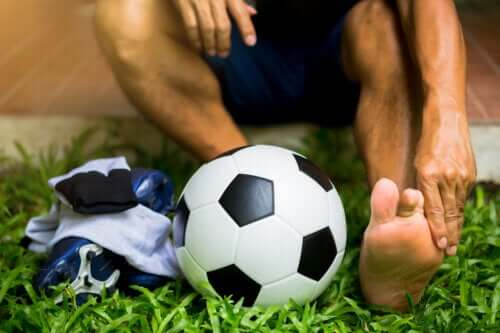 Turf Toe: Causes, Symptoms and Treatments