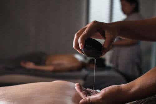 Mahanarayan Oil: Uses and Benefits
