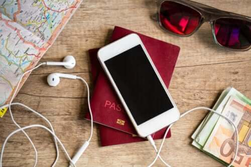12 Tips to Stay Safe While Traveling Abroad