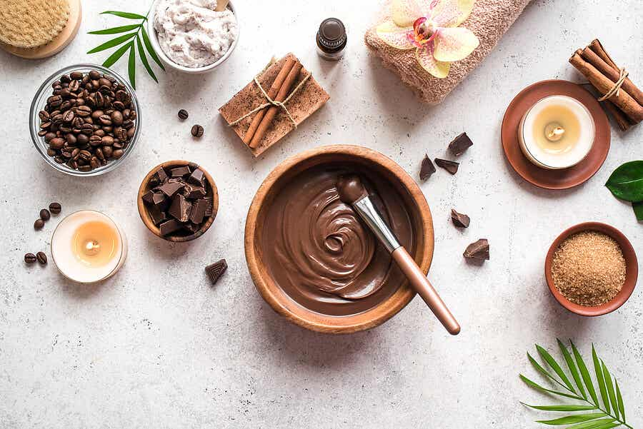 Bowls with chocolate.