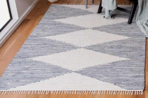 rug with tassels
