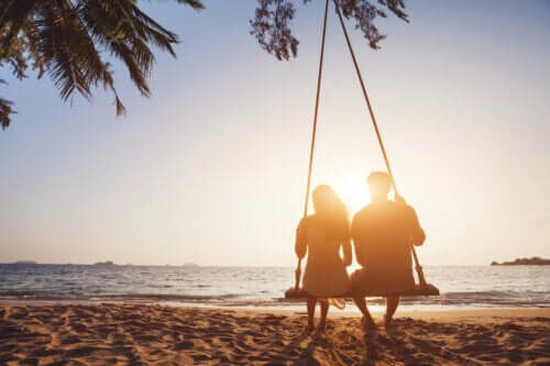 Advantages and Disadvantages of Long-Term Dating