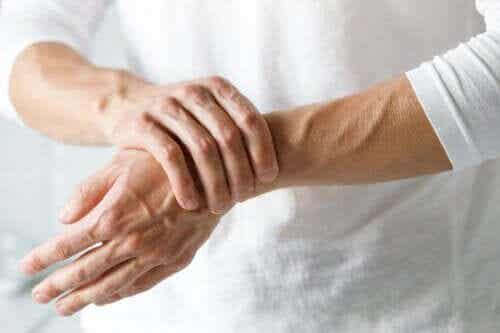 Is It Carpal Tunnel Syndrome or Arthritis?