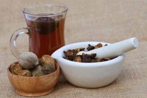 Ένα τσάι triphala.