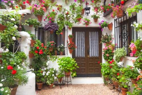 How to Decorate a Patio in the Andalusian Style