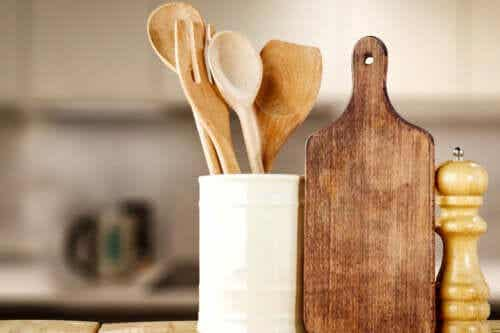 How to Wash and Disinfect Wooden Kitchen Utensils