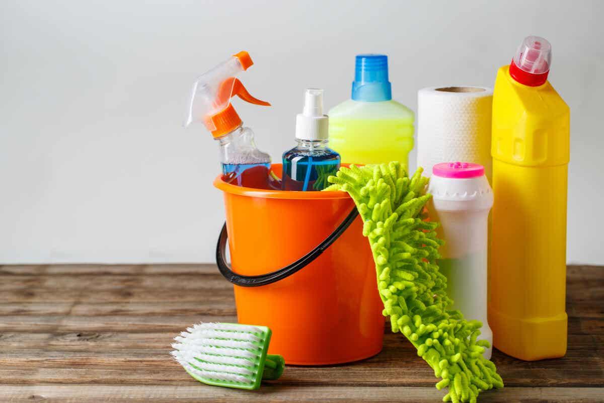 Forskellige rengøringsprodukter