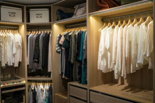 8 Tips to Help You Brighten Up Your Closet
