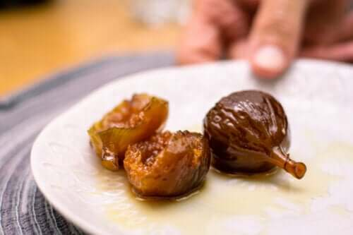 Try this Delicious Figs in Syrup Recipe