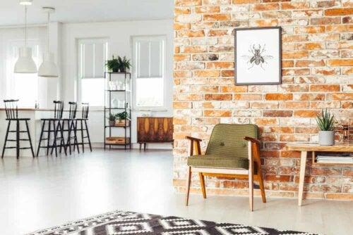 Hus med murstensmur indvendigt
