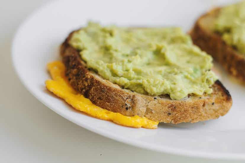 Avocado på brød med quinoa