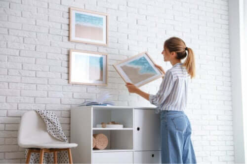 7 Tips to Hang Pictures Without Ruining the Wall